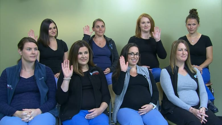 شاهد.. 14 ممرضة حامل في الوقت ذاته بهذا المستشفى بأمريكا