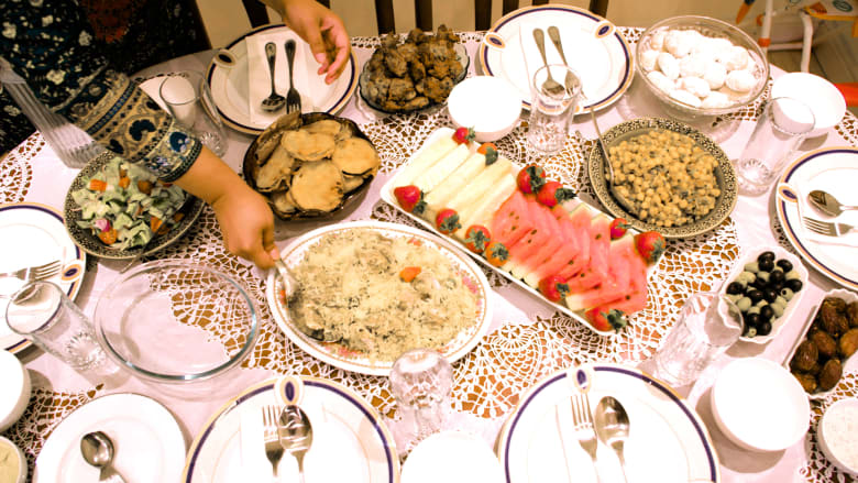 كيف تحافظ هذه العائلة البنغلادشية على تقاليد رمضان في لندن؟