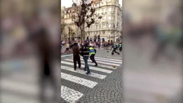 شاهد.. أعمال شغب بين الجماهير البريطانية والشرطة البرتغالية