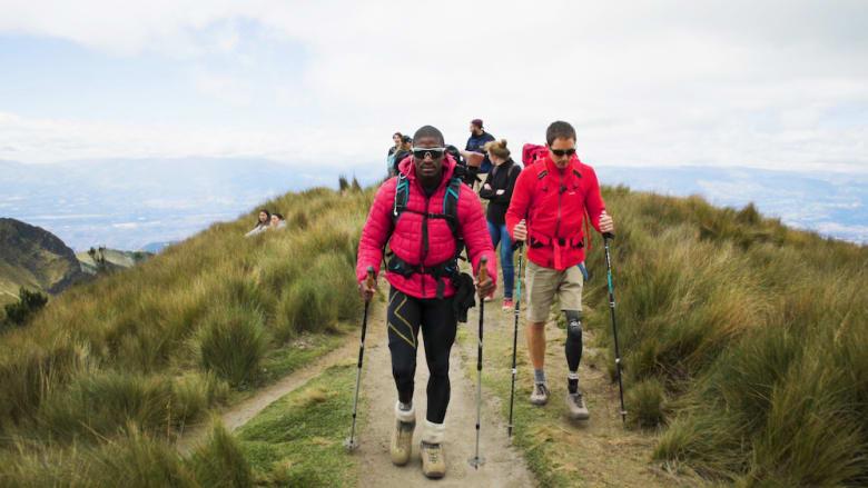 رجل مبتور الساق يستخدم الجبال لمواجهة أفكاره الانتحارية