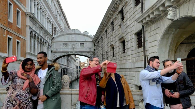 السياحة الجماعية تهدد البندقية وغيرها من المدن..ما الحل؟