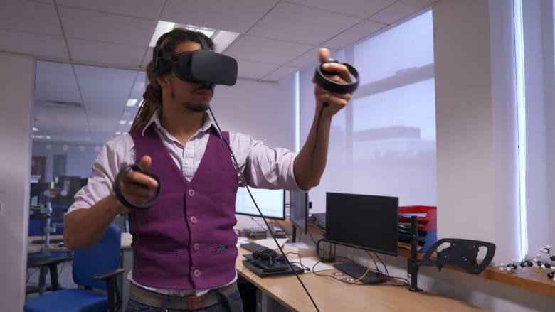 كيف سيساعد الواقع الافتراضي العلماء على اكتشاف عقاقير جديدة؟