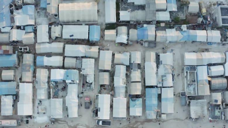 مكدّسين في العراء.. كاميرا CNN من داخل مخيم لاجئين في إدلب