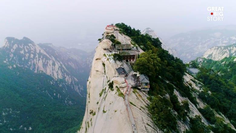مقهى الشاي الأكثر بعداً في العالم..على قمة جبل في الصين