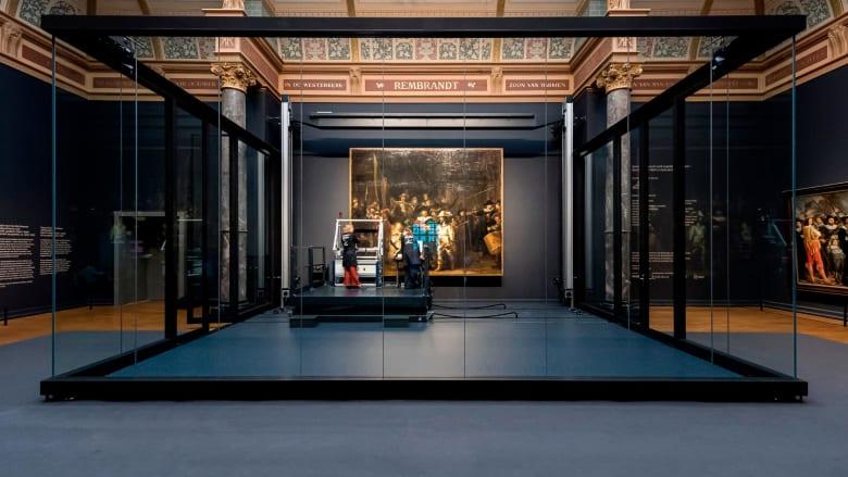 ببث حي..شاهد كيفية ترميم لوحة شهيرة تعود إلى 400 عام
