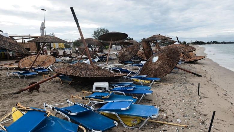 عاصفة تتسبب في مقتل 6 سياح وإصابة العشرات في اليونان