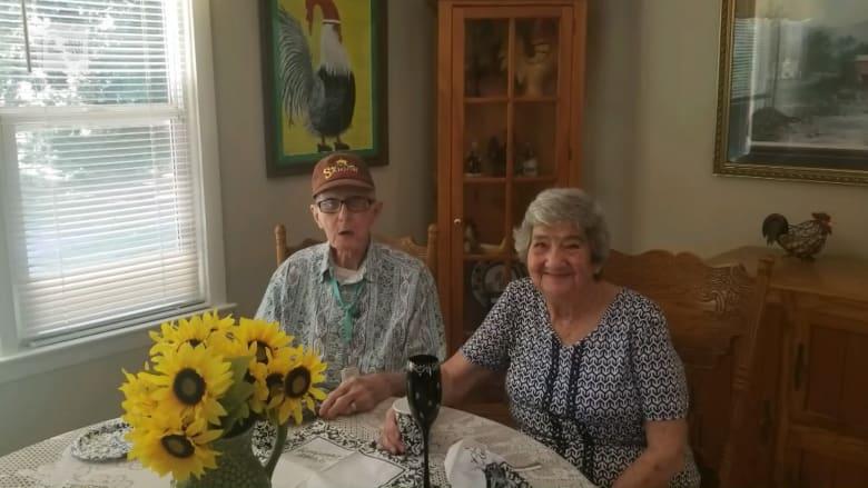 بعد زواج دام 71 عاماً.. شريكان يفارقان الحياة في نفس اليوم