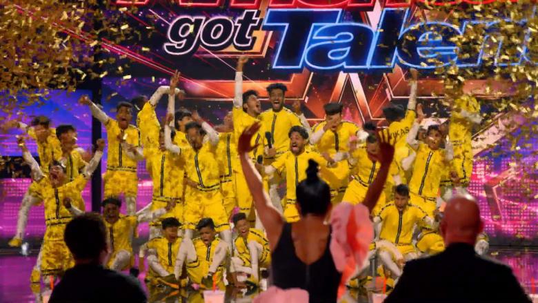 """بحركات خطيرة.. فريق رقص هندي يبهر العالم في """"مواهب أمريكا"""""""