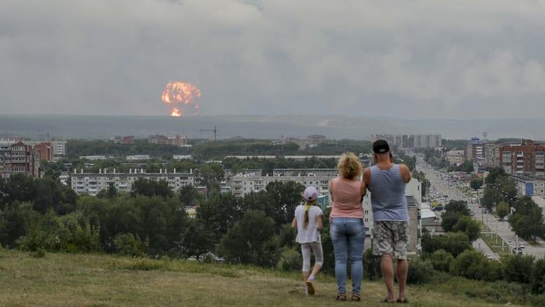 شاهد.. لحظة وقوع انفجار هائل في مستودع أسلحة للجيش الروسي