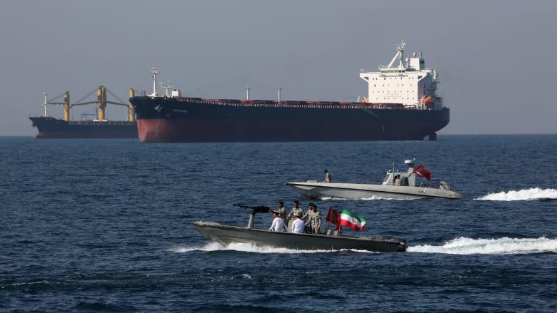 """قائد البحرية الإيرانية يدعو """"أعداء المنطقة"""" لمغادرة الخليج فورا.. ويهدد بـ""""إذلالهم"""""""