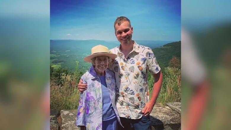 مغامرة العمر.. حفيد يسافر مع جدته إلى 61 حديقة وطنية بأمريكا
