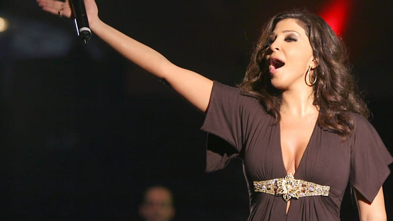 خلاف بين إليسا وتركي آل الشيخ على تويتر بعد تعليق لأحد معجبيها
