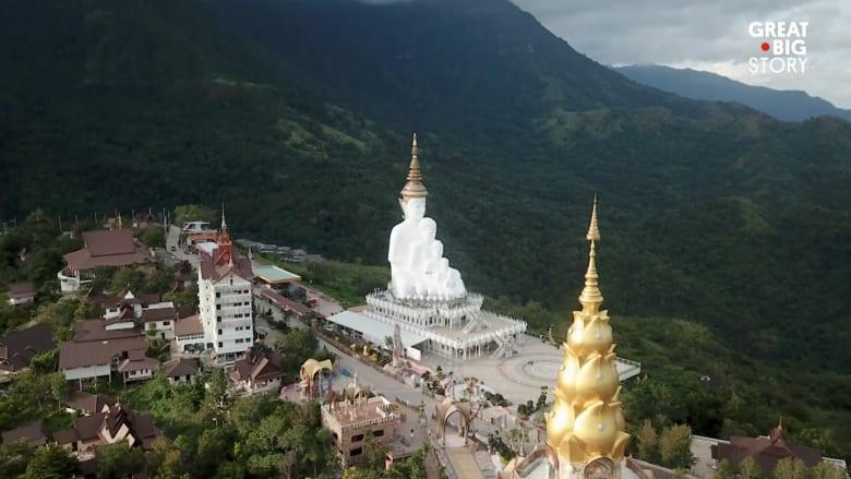 """ما قصة المعبد التايلندي الواقع على """"جرف زجاجي""""؟"""