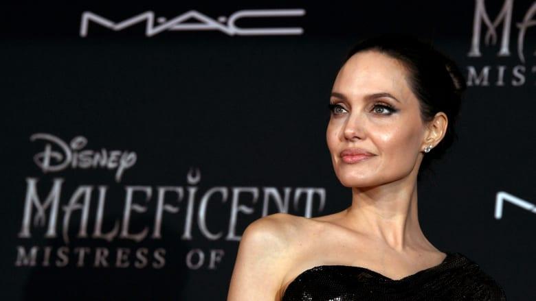 إيران.. اعتقال شبيهة أنجلينا جولي بتهمة إهانة المقدسات والإباحية