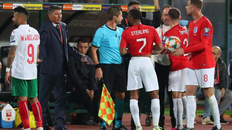 """6 اتهامات من """"اليويفا"""" للاتحادين البلغاري والإنجليزي بعد مباراة """"عنصرية"""".. والفيفا يُعلق"""