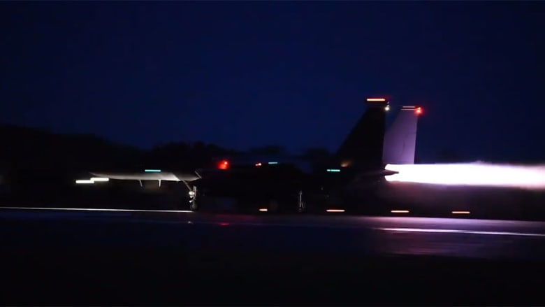 فيديو مقاتلات F-15E الأمريكية بقاعدة الظفرة بالإمارات