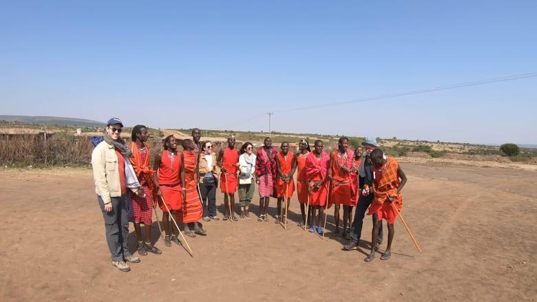 كيف تختلف قبيلة الماساي عن غيرها من القبائل في كينيا وما هي تقاليدها؟
