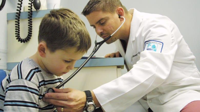 9 نصائح لاستخدام أدوية الأطفال بأمان