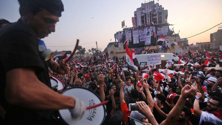 """""""جبل أحد"""" في بغداد و""""لافتات ضد إيران في كربلاء"""".. آخر ما تداوله مغردون بمظاهرات العراق"""