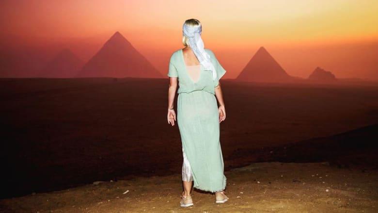 """ما يؤهل لـ""""الرحلة إلى ما بعد الحياة"""".. الفنانة كيتي بيري تكتب عن معتقدات قديمة من أهرامات مصر"""