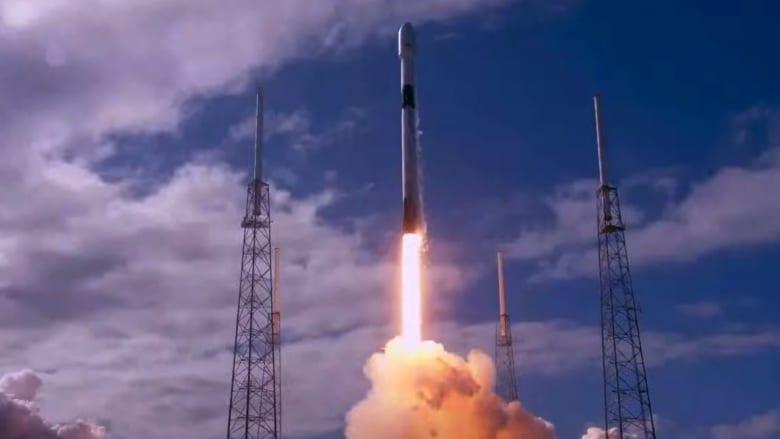 شركة SpaceX تطلق 60 قمراً صناعياً لبث الانترنت من الفضاء