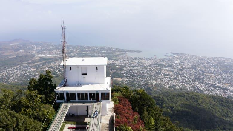 أين تقع أكثر المعالم السياحية شهرة في الدومنيكان؟