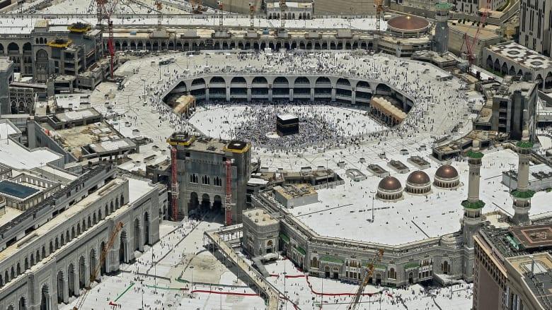 """الإخبارية السعودية تنشر صورا حصرية لحادثة """"اقتحام الحرم المكي"""".. فمن نفذها وكيف انتهت؟"""
