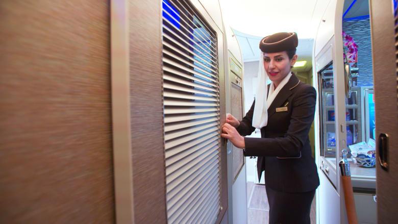 جولة داخل الجناح الفاخر والمغلق بالكامل لطائرة بوينغ 777