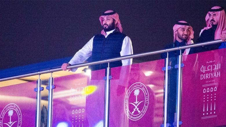 ولي عهد السعودية محمد بن سلمان في نزال الملاكمة بالدرعية