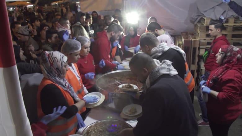 """في """"مطبخ الثورة"""".. سكان طرابلس يملؤون فراغ الحكومة اللبنانية"""