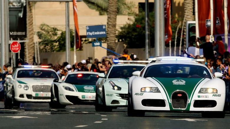 صورة أرشيفية لموكب من سيارات شرطة دبي