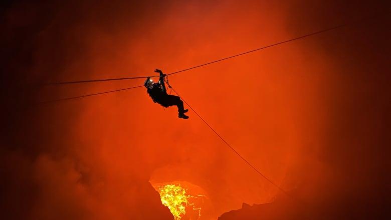 """المغامر السعودي بدر الشيباني فوق بركان """"ماسايا"""" جنوب شرقي مدينة ماناغوا، عاصمة نيكاراغوا"""
