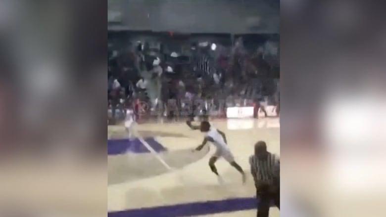 لحظة إطلاق النار خلال مباراة لكرة السلة في دالاس