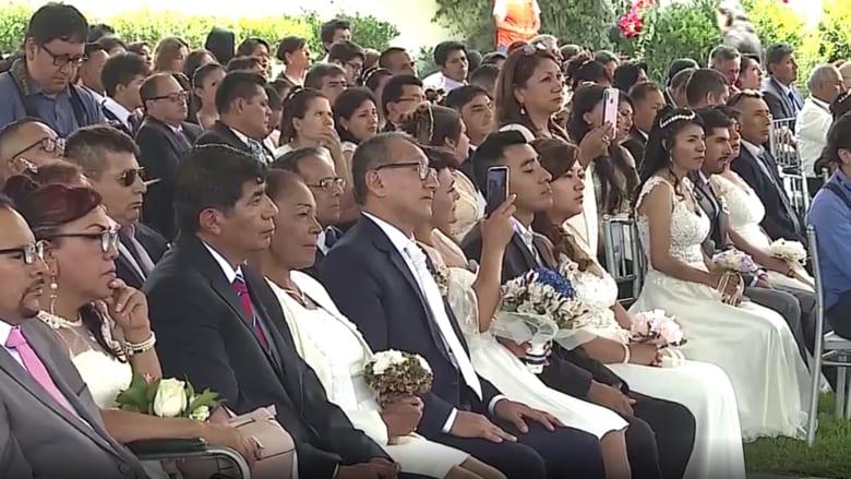 في عيد الحب.. حفل زفاف جماعي لأكثر من 100 عاشق في بيرو