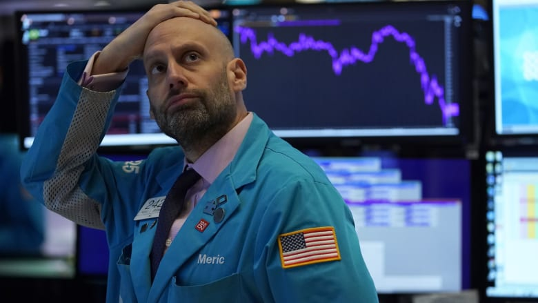 """بعد تراجع بورصة أمريكا.. ما الذي يدفع أسواق الأسهم إلى """"كبح التداول""""؟"""