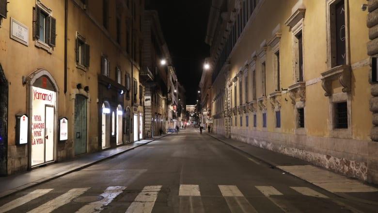 امرأة في إيطاليا عالقة مع جثة زوجها منذ وفاته بسبب فيروس كورونا