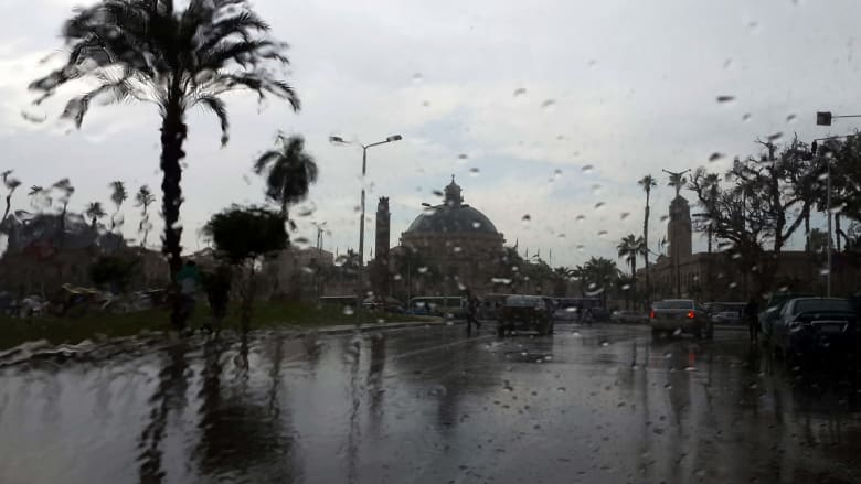 صورة ارشيفية لسقوط أمطار في القاهرة