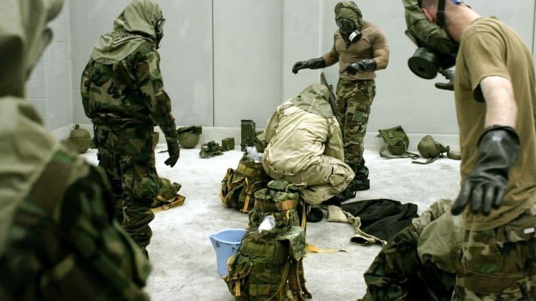 صورة أرشيفية لتدريبات جنود أمريكيين للتعامل مع الغازات السامة