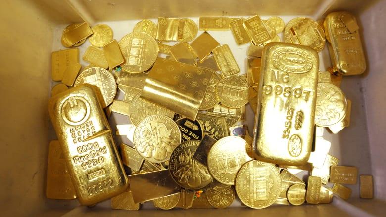 صورة أرشيفية تعبيرة لسبائك وقطع ذهبية