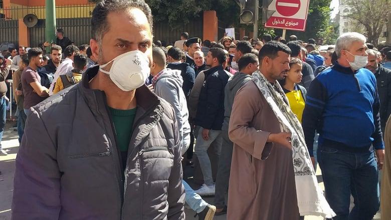 للحماية من كورونا.. البنك المركزي المصري يفرض قيودا على السحب والإيداع من البنوك