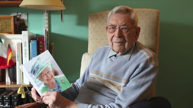 رجل بريطاني ينال لقب أكبر معمر في العالم بعمر 112