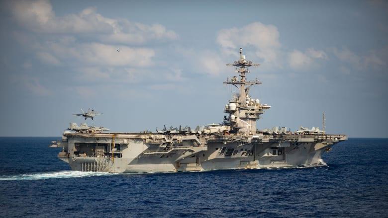 إعفاء قائد حاملة طائرات أمريكية أبلغ عن تفشي فيروس كورونا على متنها
