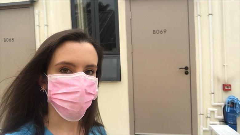 مراسلة CNN توثق حياتها داخل أحد مراكز الحجر الصحي في هونغ كونغ
