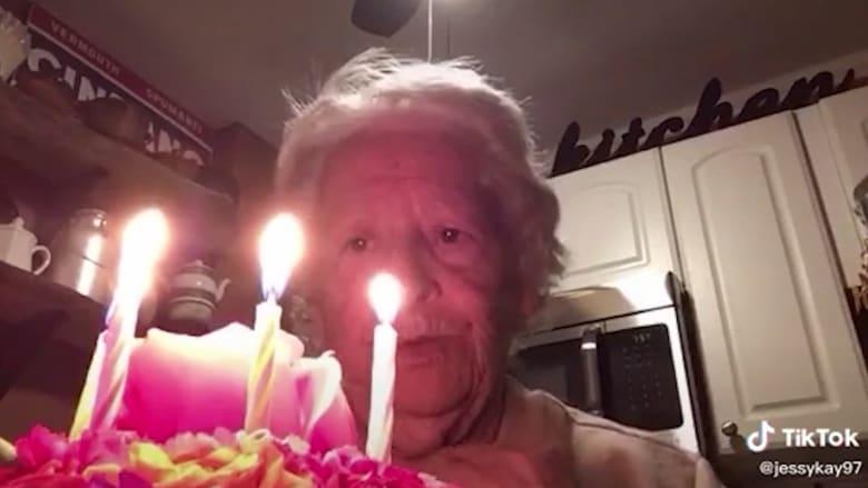 جدة تحصد 3 ملايين مشاهدة  لفيديو احتفالها بعيد ميلادها الـ88