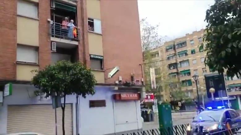 وسط كابوس كورونا.. امرأة اسبانية تحتفل بعيد ميلادها الـ100 من شرفتها