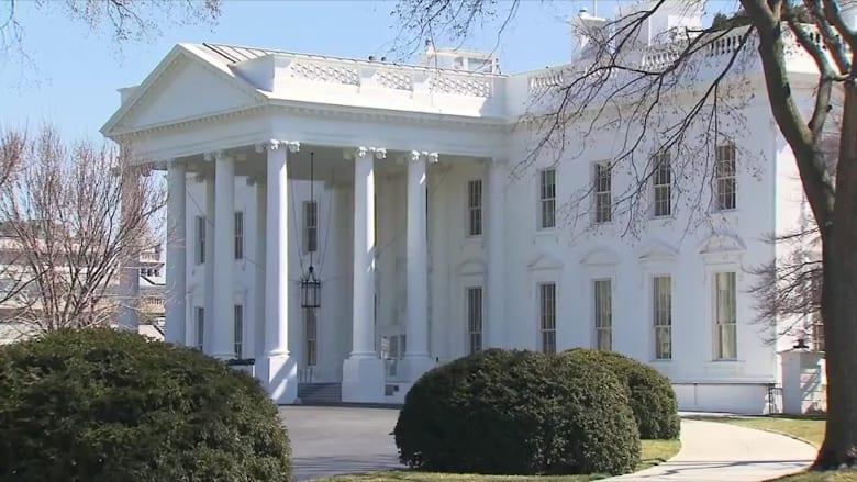 كيف قلل البيت الأبيض من خطورة كورونا في بداية الأزمة؟