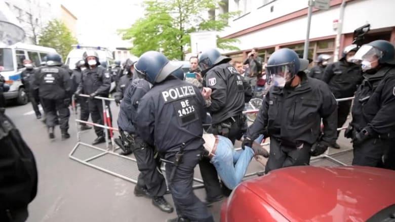 الشرطة الألمانية تلقي القبض على عشرات المحتجين ضد الإغلاق في برلين