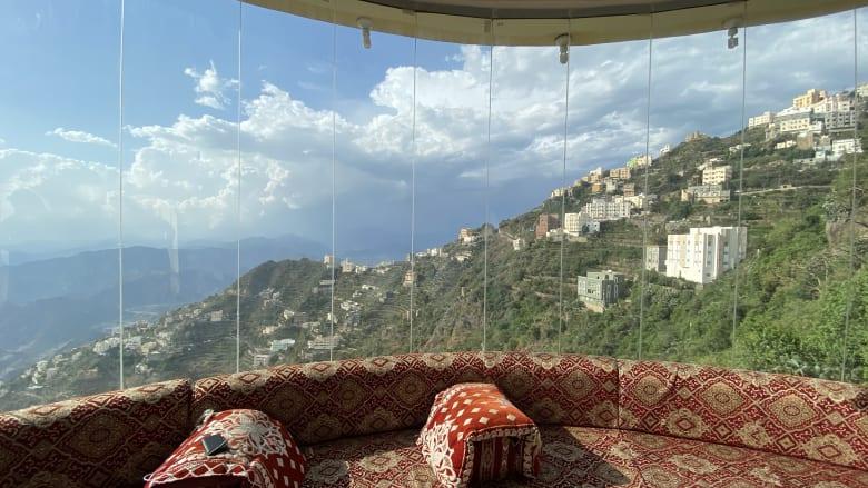 """بإطلالة خلابة على جبال فيفاء.. تعرّف إلى """"أجمل حجر منزلي في السعودية"""""""