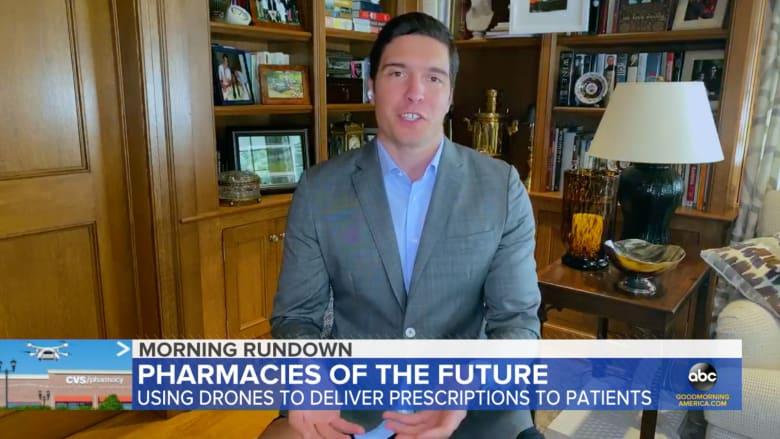 شاهد.. مراسل يظهر في بث مباشر من منزله دون بنطال ومشاهدون يلاحظون