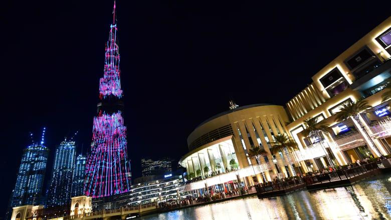 """مع إنارة برج خليفة بـ1.2 مليون مصباح.. دبي تطلق """"أطول صندوق تبرعات في العالم"""""""